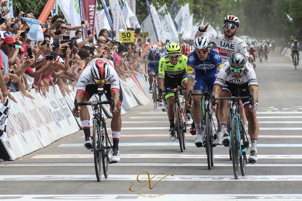 Argentina. Vuelta a San Juan. 4a. etapa. Colombianos: Fernando Gaviria repite victoria y es 2o. a 8″ en la gral. Anacona a 26″ y NAIRO  a 48″