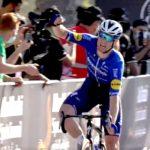 Sam Bennett hace pequeños a sus rivales y conquista la sexta etapa del UAE Tour